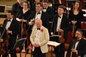 Edward peak acknowledging applause in St Georges Hall